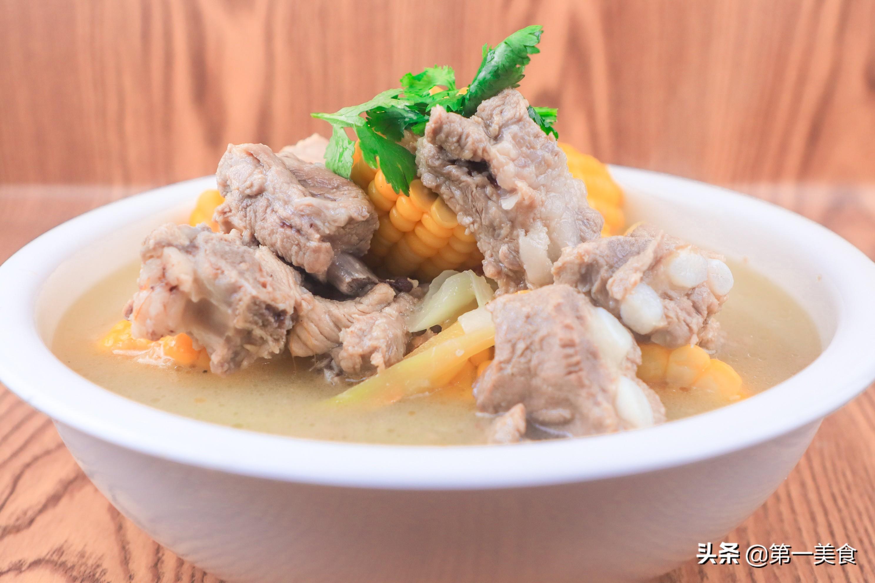 玉米排骨最家常做法,汤白肉鲜又营养,清淡不油腻,简单易学 美食做法 第9张