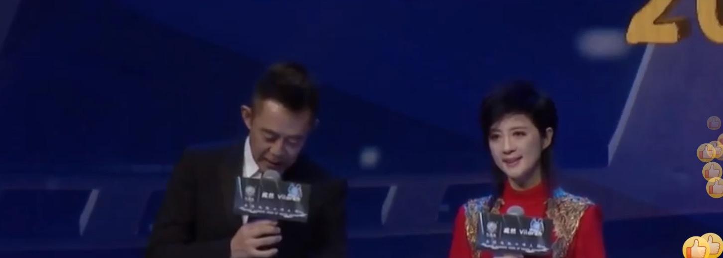 范冰冰压轴华鼎奖红毯,但并没有被官微介绍,粉丝称是特邀嘉宾