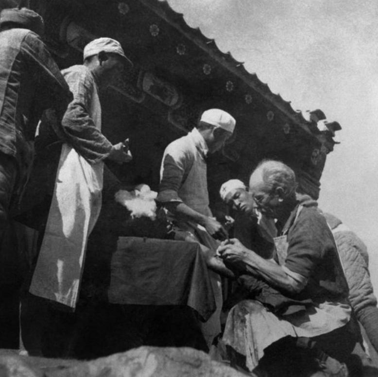 白求恩只见过毛泽东一面,谈话3小时,当天日记写:这是一个巨人