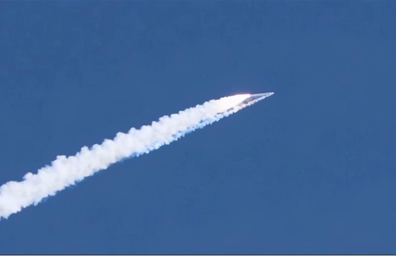 """发射失利,""""双曲线""""火箭从酒泉点火升空后,突发异常坠地爆炸 原创吴非媒体外交2021-02-03 02:32:24 据国内媒体报道,北京时间2月1号16时15分,""""双曲线一号遥2""""运载火箭在点火发射升"""
