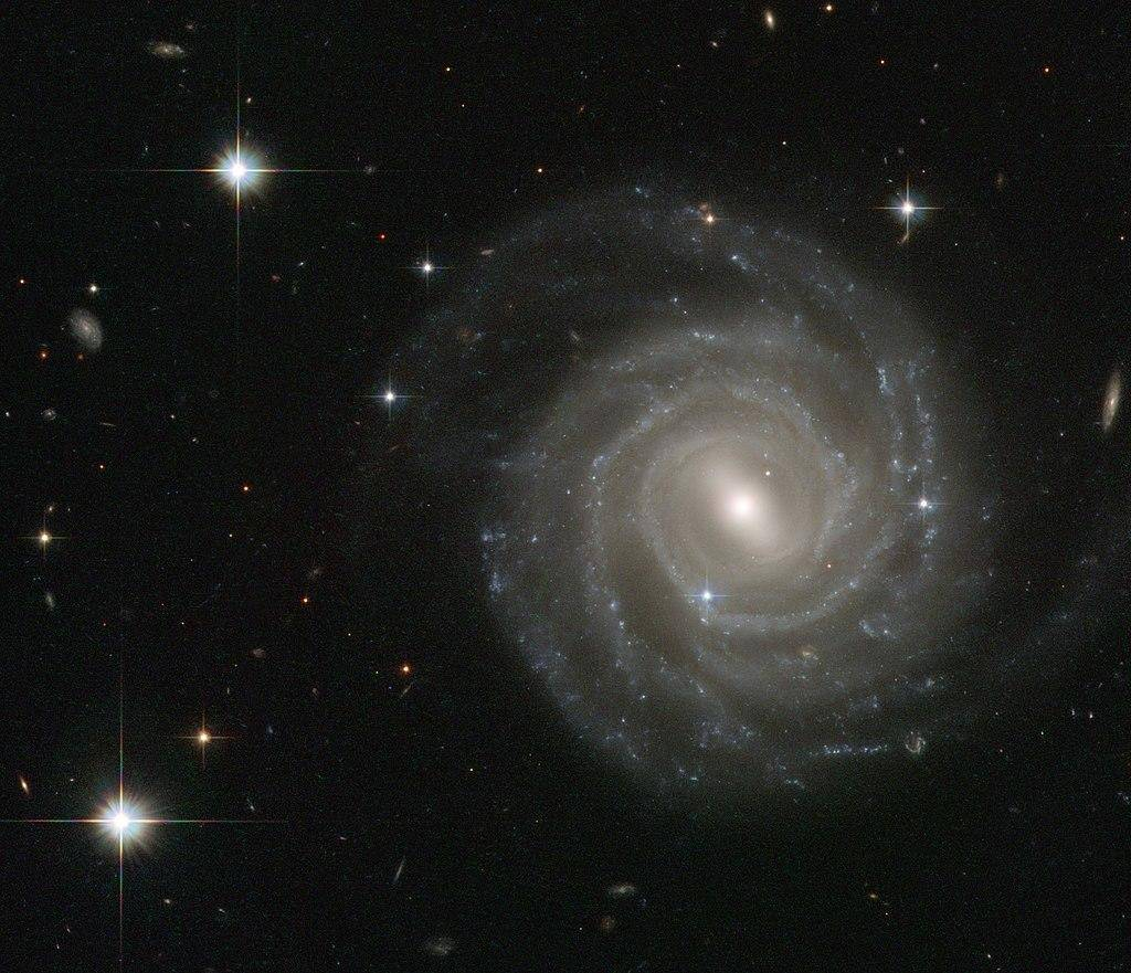 气体和尘埃吸收了可见光,我们要如何发现被银河挡住的星系?