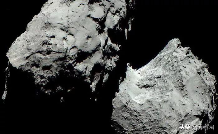 """欧空局最新发布:罗塞塔号任务,终于揭示""""变色龙彗星""""的机制"""