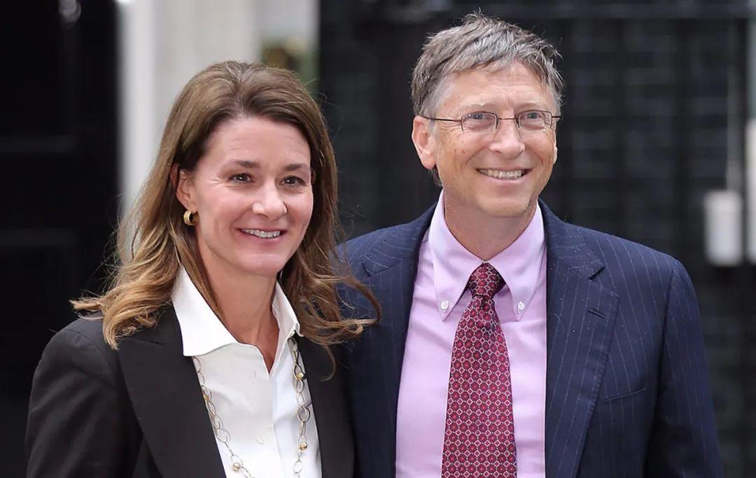 比尔盖茨夫妇共同官宣离婚,27年婚姻破灭,1300亿资产分割成难题