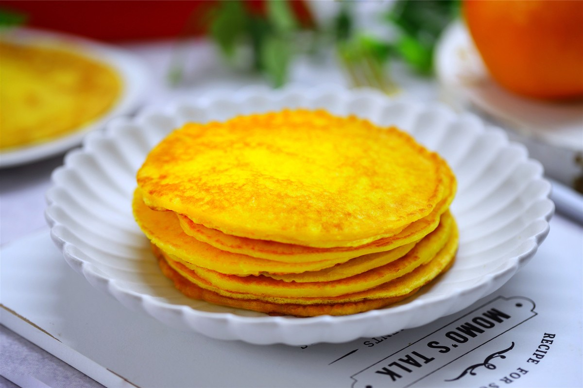 1个橙子,1碗面粉,简单几步就能做出香橙煎饼,早餐好选择 美食做法 第2张