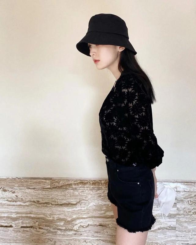 古力娜扎最新素颜照曝光,黑眼圈严重面容憔悴,瘦到脱相显老态