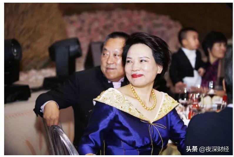 """浙江女首富的陨落:300亿财富化为乌有,从""""女王""""到""""老赖"""""""