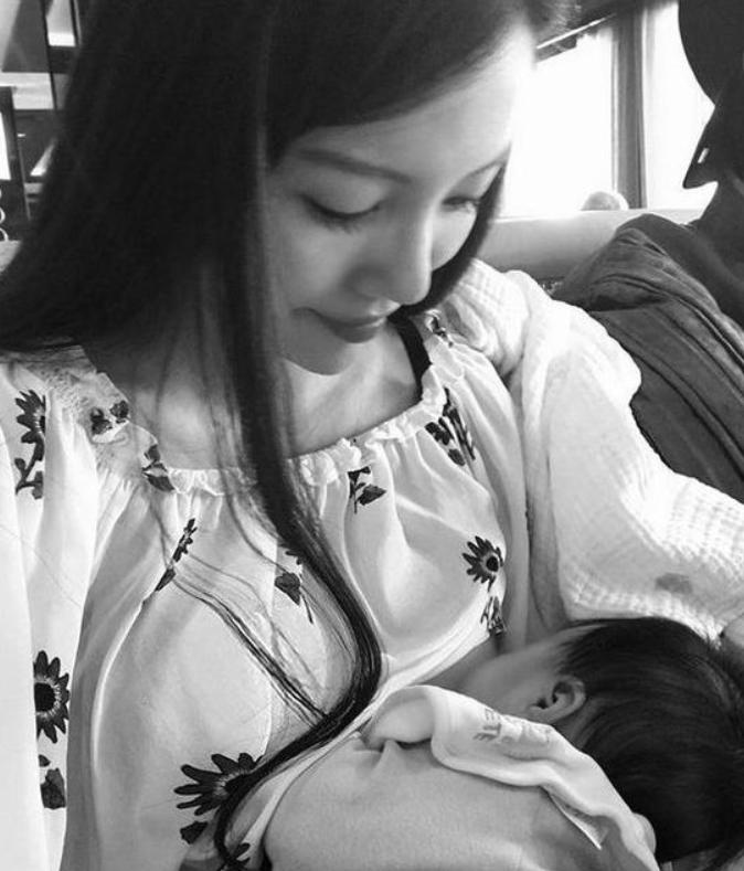 王力宏太太才34岁就生下3个孩子,还都坚持母乳喂养,母爱真伟大