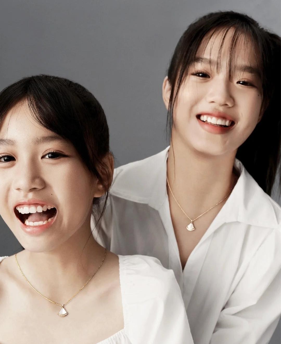 钟丽缇携女儿拍写真,姐妹俩越来越像双胞胎,母女三人似闺蜜