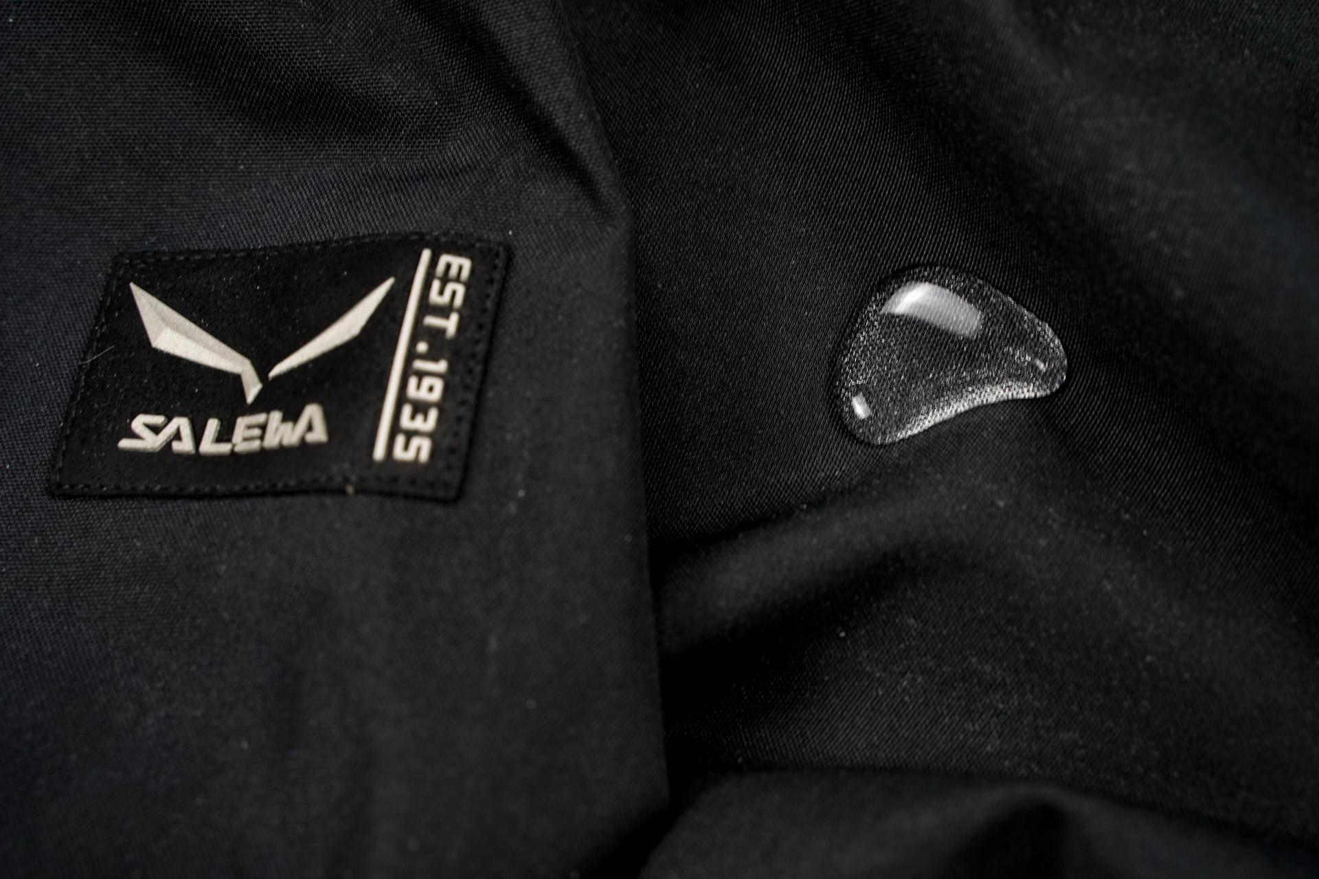 沙乐华抓绒冲锋衣——防水透湿,好看又舒适