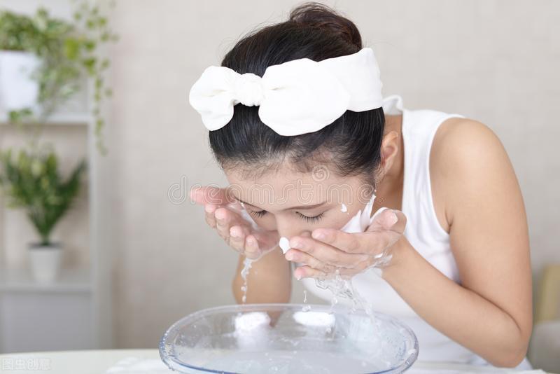 早晨别着急洗脸,注意简单六步,皮肤变白变嫩 皮肤保养 第1张