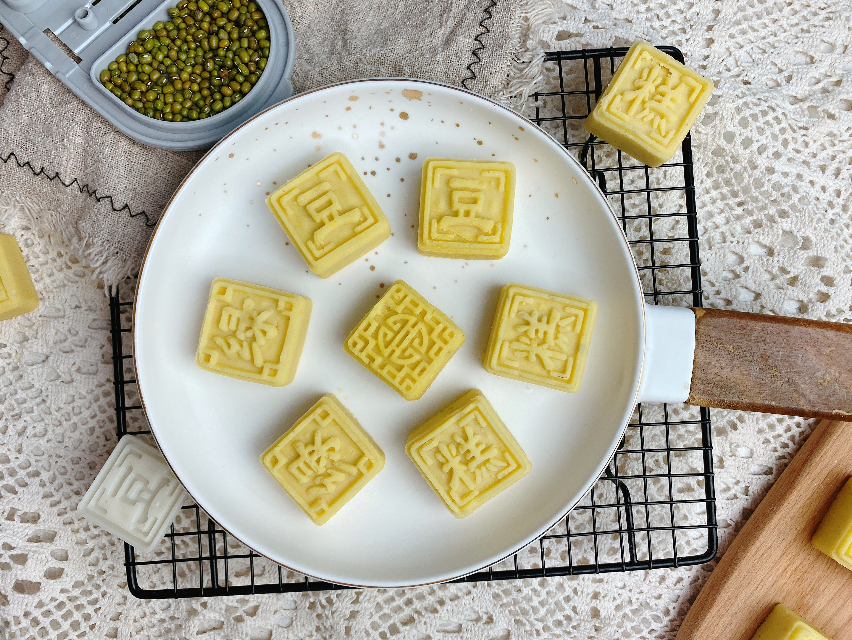 天熱了試試做綠豆糕,具體比例和方法在這裡,清熱解暑,入口即化