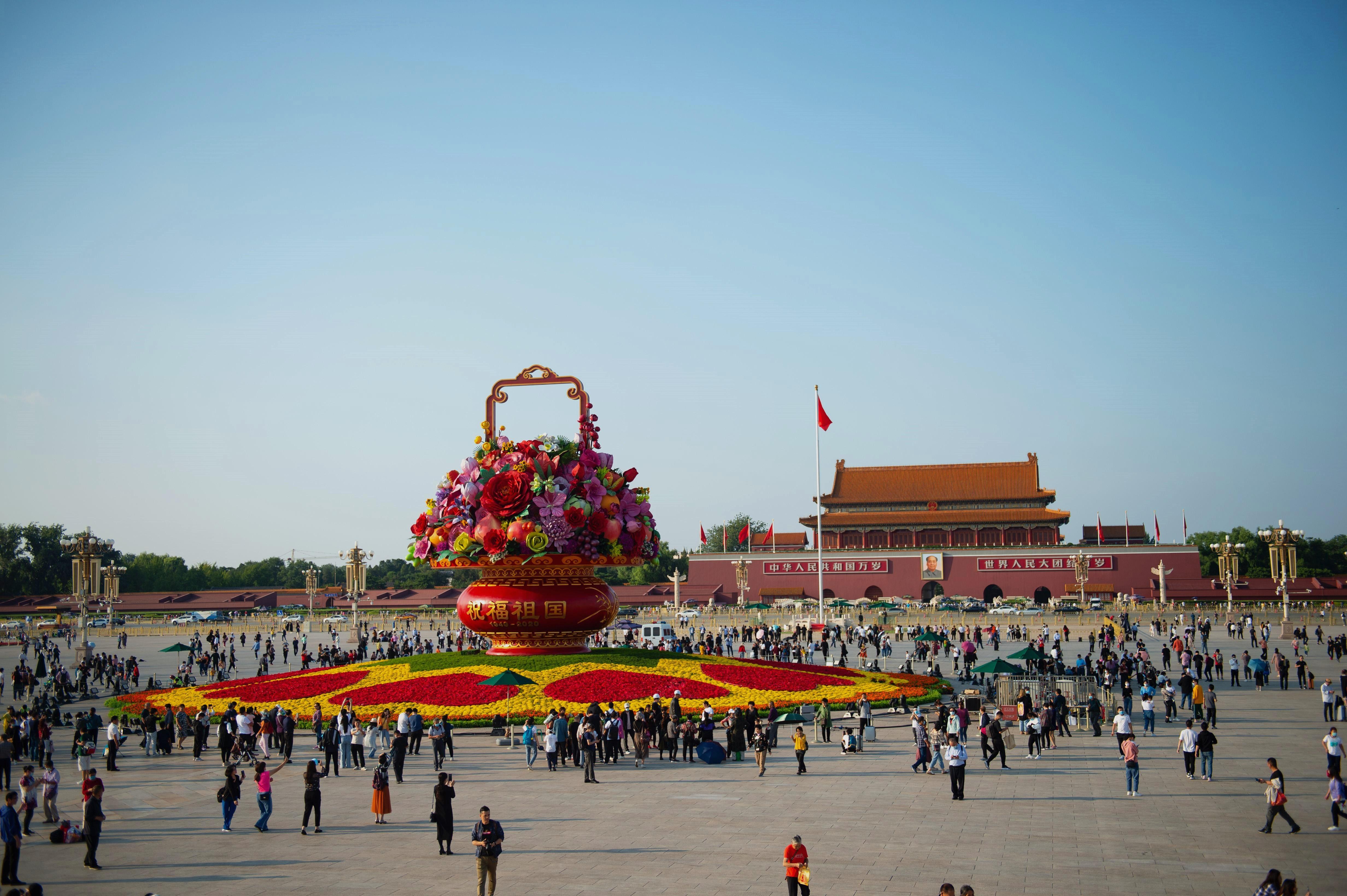 祝福祖国大花篮,首次亮灯天安门广场,背后的含义你要了解