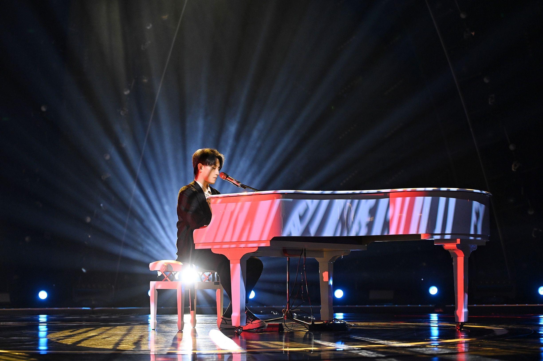 趙泳鑫回歸《天賜的聲音》傾情演繹奉上完美彈唱舞臺
