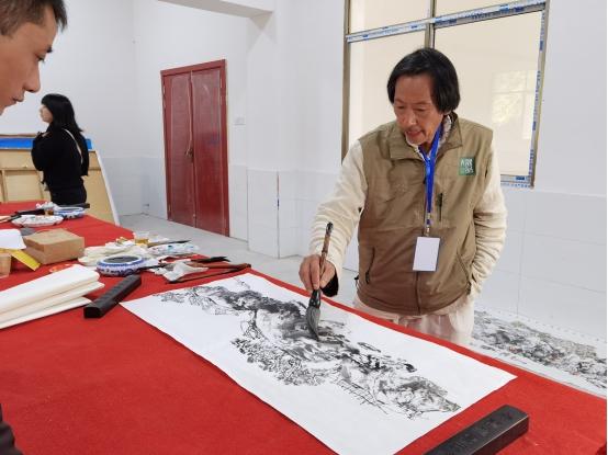 湖南省安化县:用手中画笔 绘田庄美景