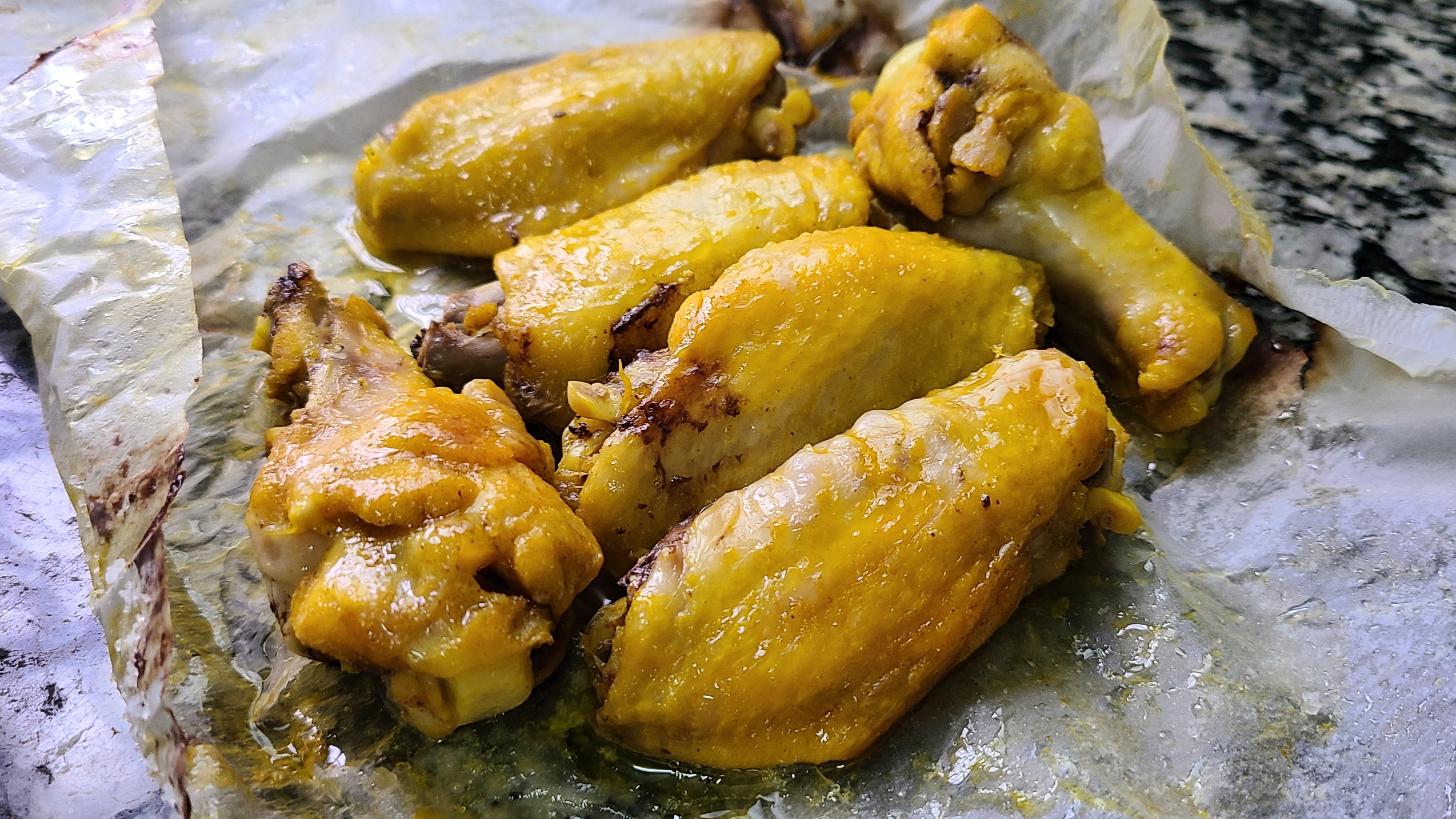 广东盐焗鸡翅的做法,教你轻松做出来,咸香好吃,吃着太爽了
