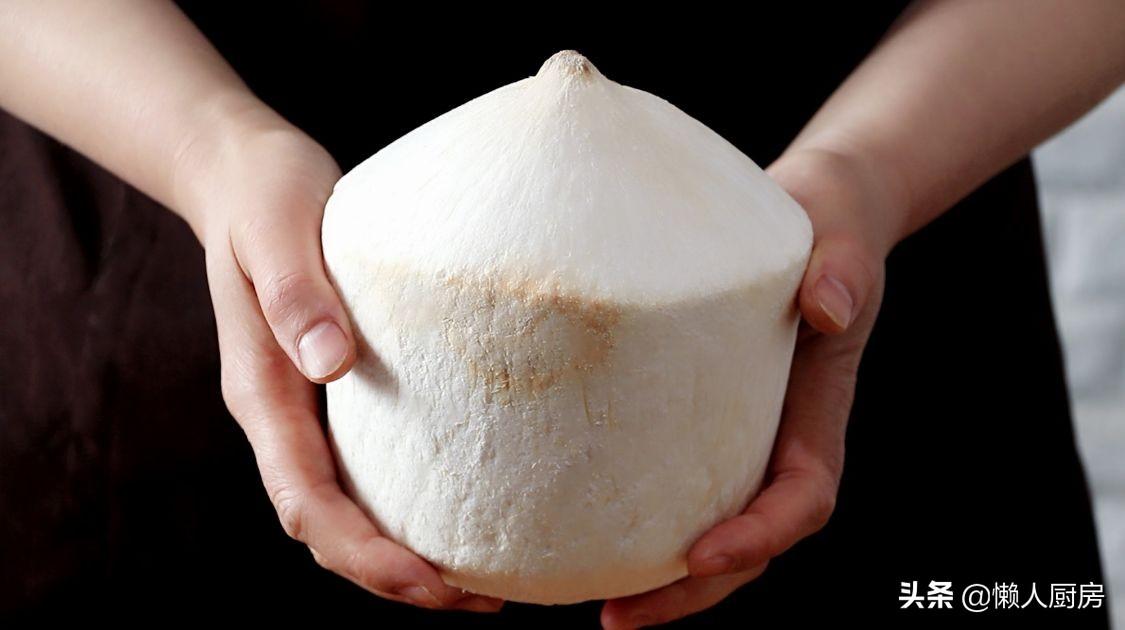 碰到這椰子別手軟,價格便宜,人人吃得起,塞進一隻雞,解饞