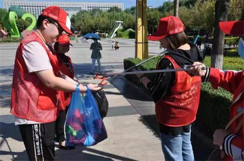 张家口应张天然气青年员工到市民广场开展迎冬奥运创城志愿活动
