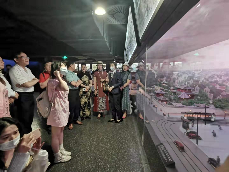 """旗袍佳丽参与""""美妙光影之旅"""",赴沪感受百年中国电影艺术魅力"""