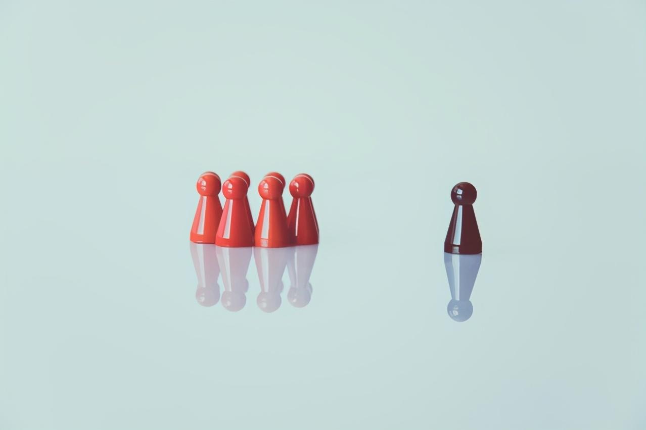 善于坐山观虎斗,制造纷争搞下属制衡,是高明领导惯用的职场手段