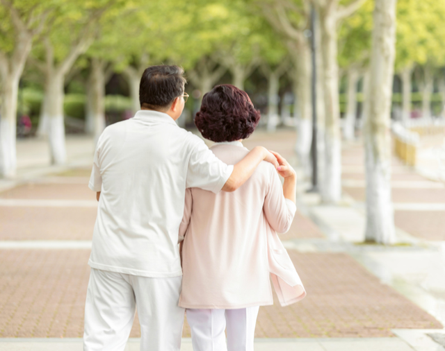 60岁的老人,每天散步多久最好?建议不要超过这个范围
