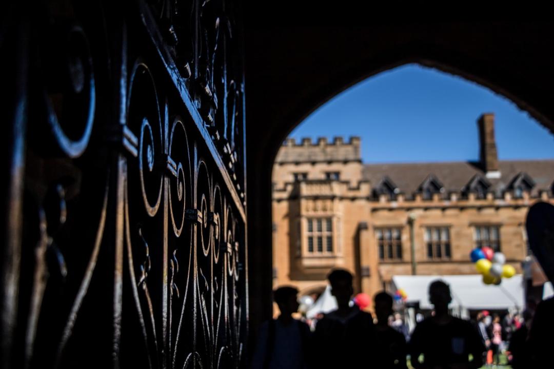 澳中国女留学生被批:入选学生会不干活,竟直接捐5万澳元道歉