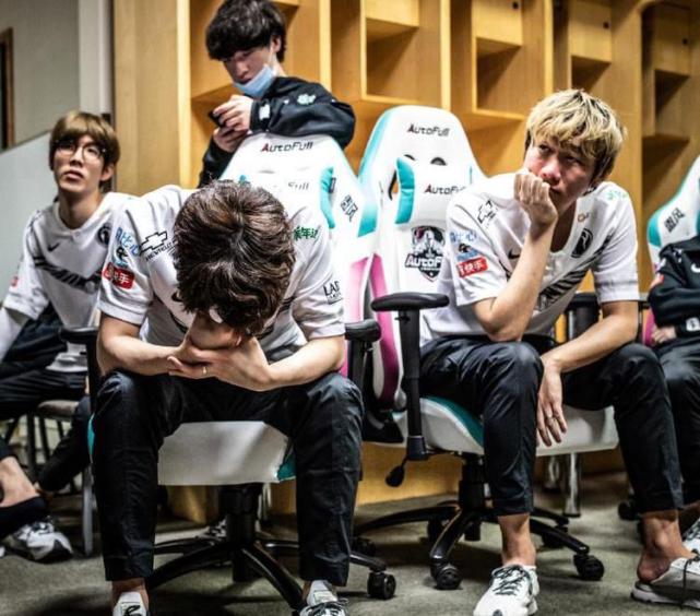 IG输掉比赛后Rookie哭了!德云色:只有Puff有资格笑