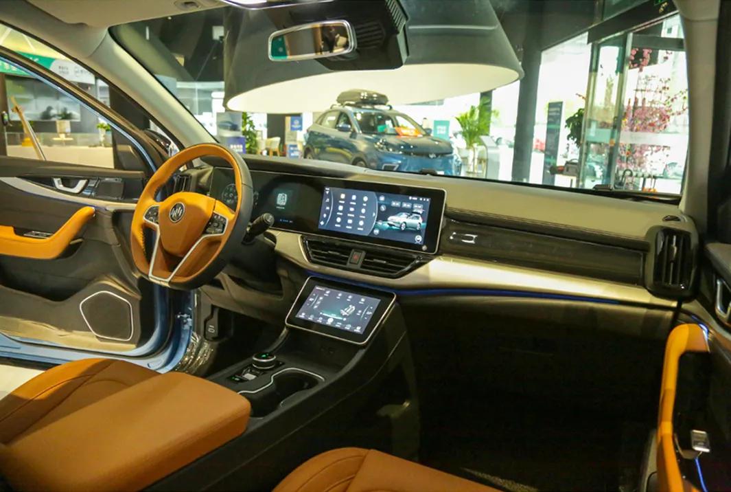 上海车展 | 停车自由、自动驾驶、小白福音?20万的威马W6能实现吗
