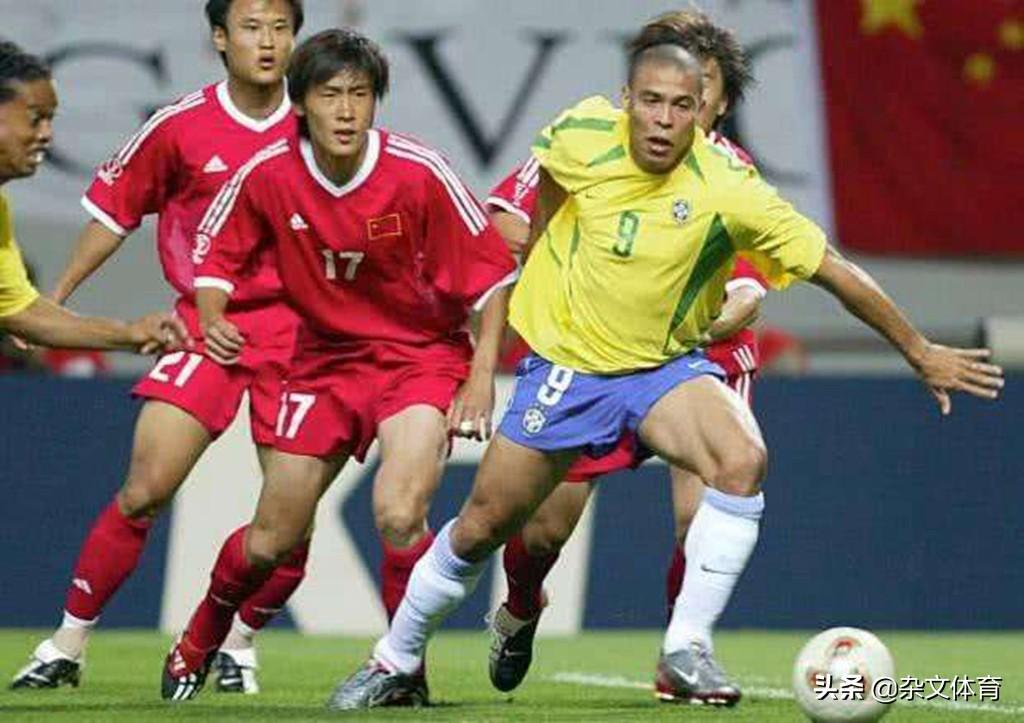 38岁前国足队长格外低调!20岁参加世界杯,妻子是海归留学生