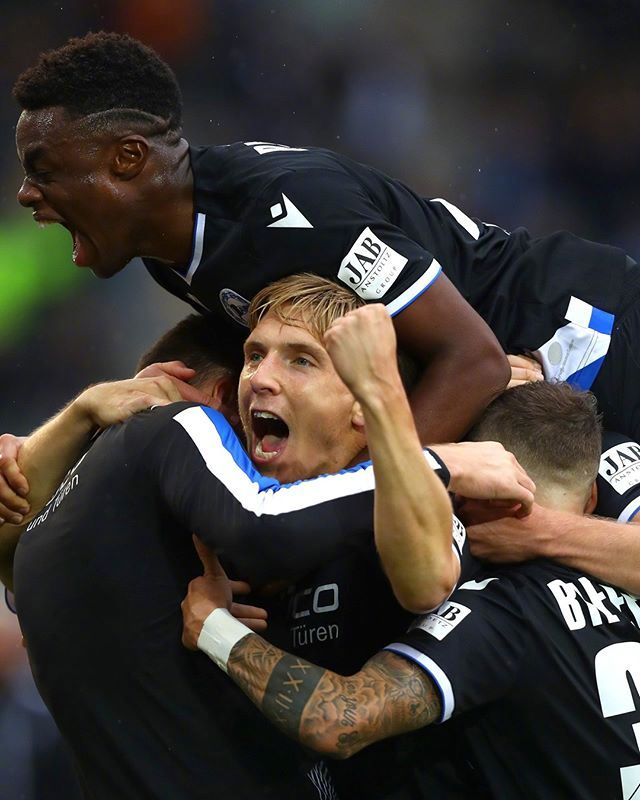 1-0,77分钟准绝杀!升班马11年获德甲首胜,全队疯狂庆祝