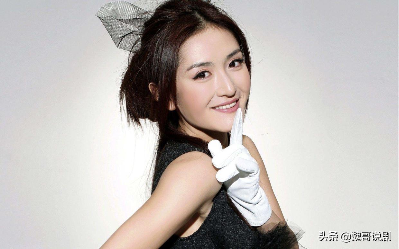 模仿天才谢娜晒王漫妮穿搭,和江疏影同框,职业制服装吸睛