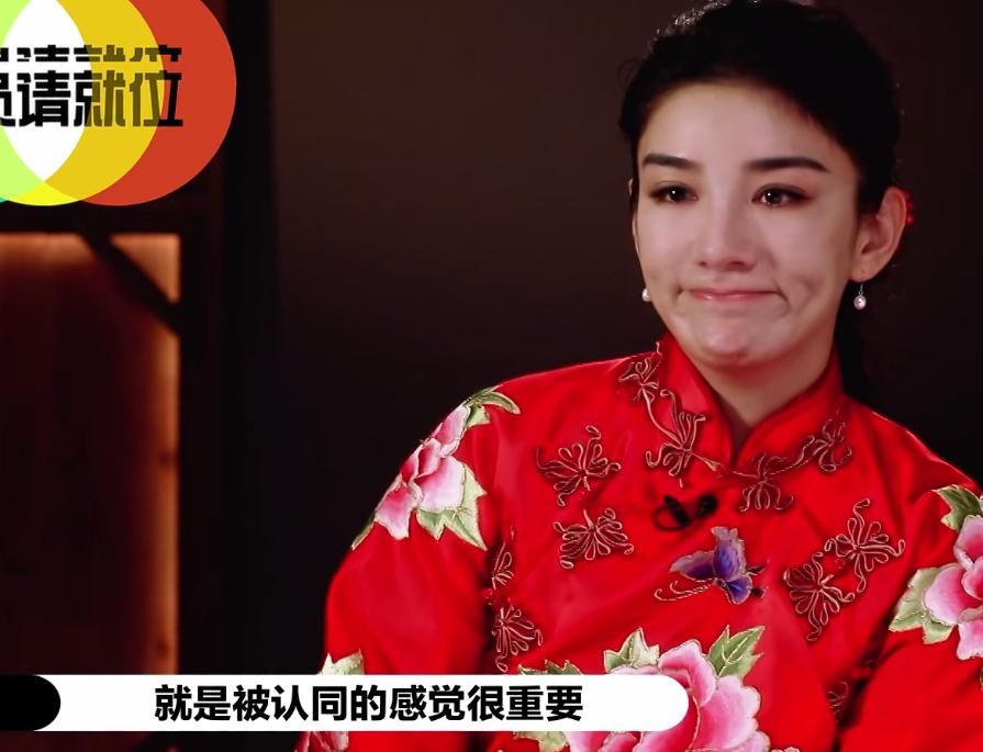 对郭敬明翻白眼,和赵薇互动尴尬,黄奕虽拿S卡却不如辣目洋子