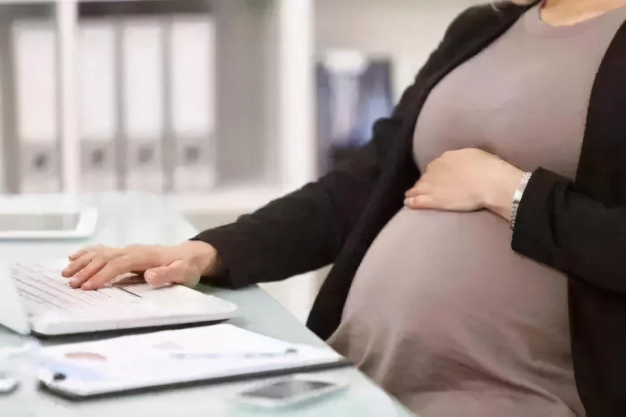 越来越多女性得痛风,原因找到了!跟1种汤有关,降尿酸喝2种水