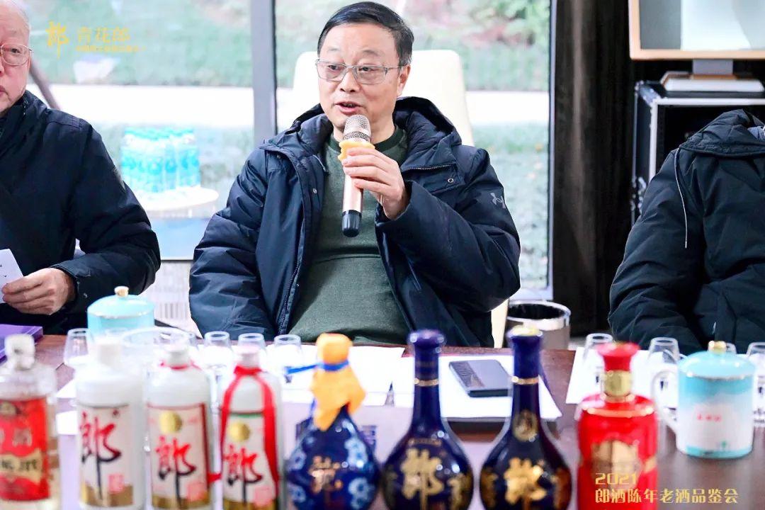 曾祖训胡永松赖登燡率专家组品鉴陈年郎酒:彰显浓郁的时间味道和不懈的品质精进