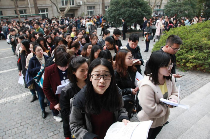 """公務員""""鐵飯碗""""將被打破,薪資狀況有變動,深受大學生青睞"""