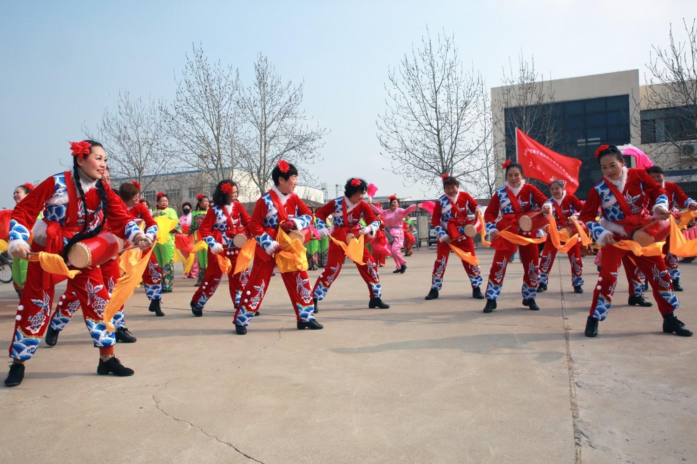 天津滨海:喜庆的锣鼓敲起来,欢快的秧歌扭起来