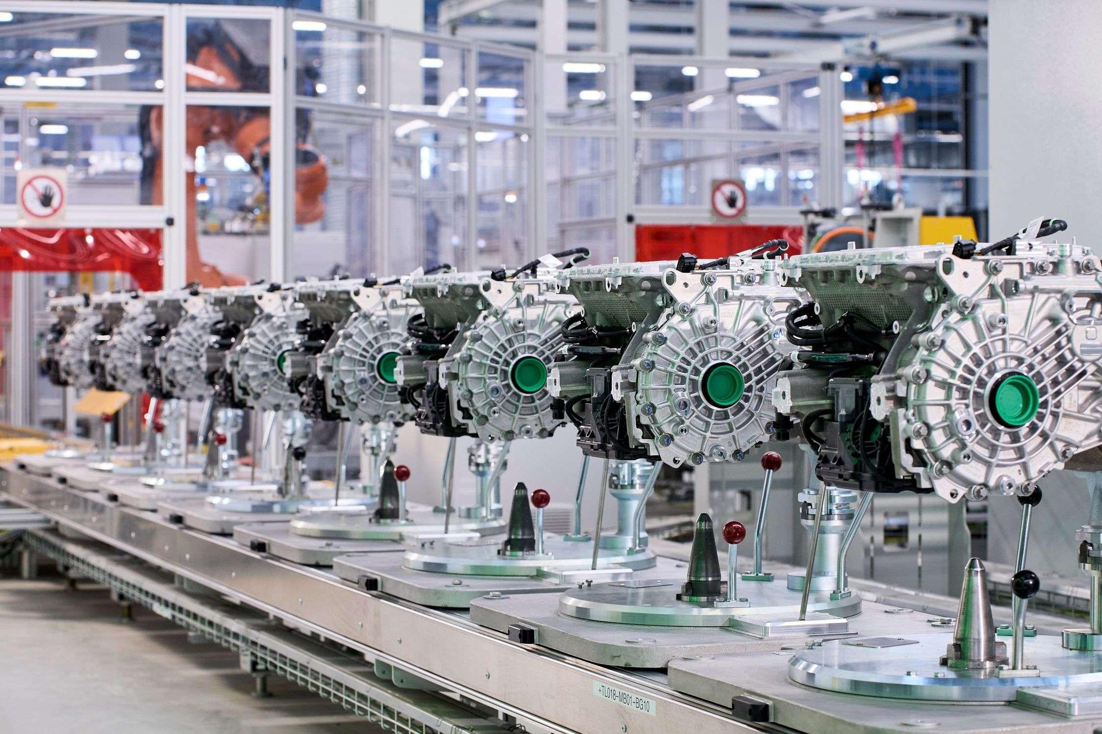 创新BMW iX与创新BMW i4 生产第五代BMW eDrive电力驱动系统