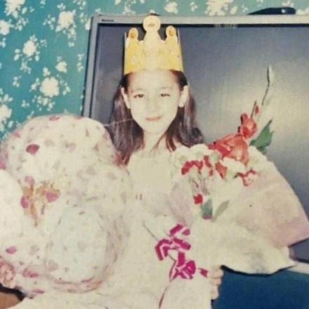 辣目洋子小时候长得真的很像郑爽!张雨绮15岁的样子和现在一样样