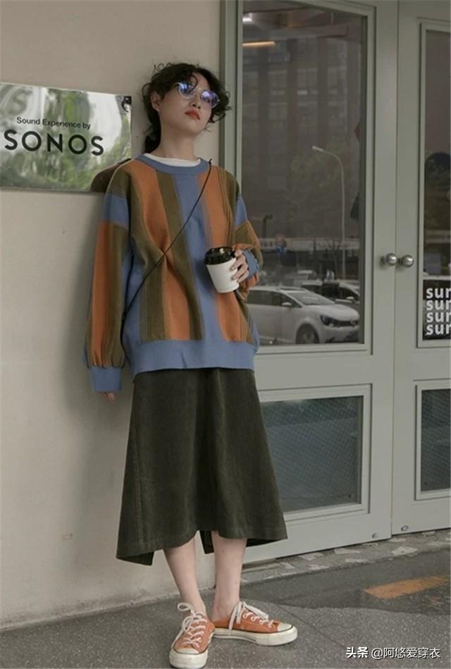 """立秋后不建议穿卫衣了,可以试试这""""2件""""秋款,时髦耐看又气质"""
