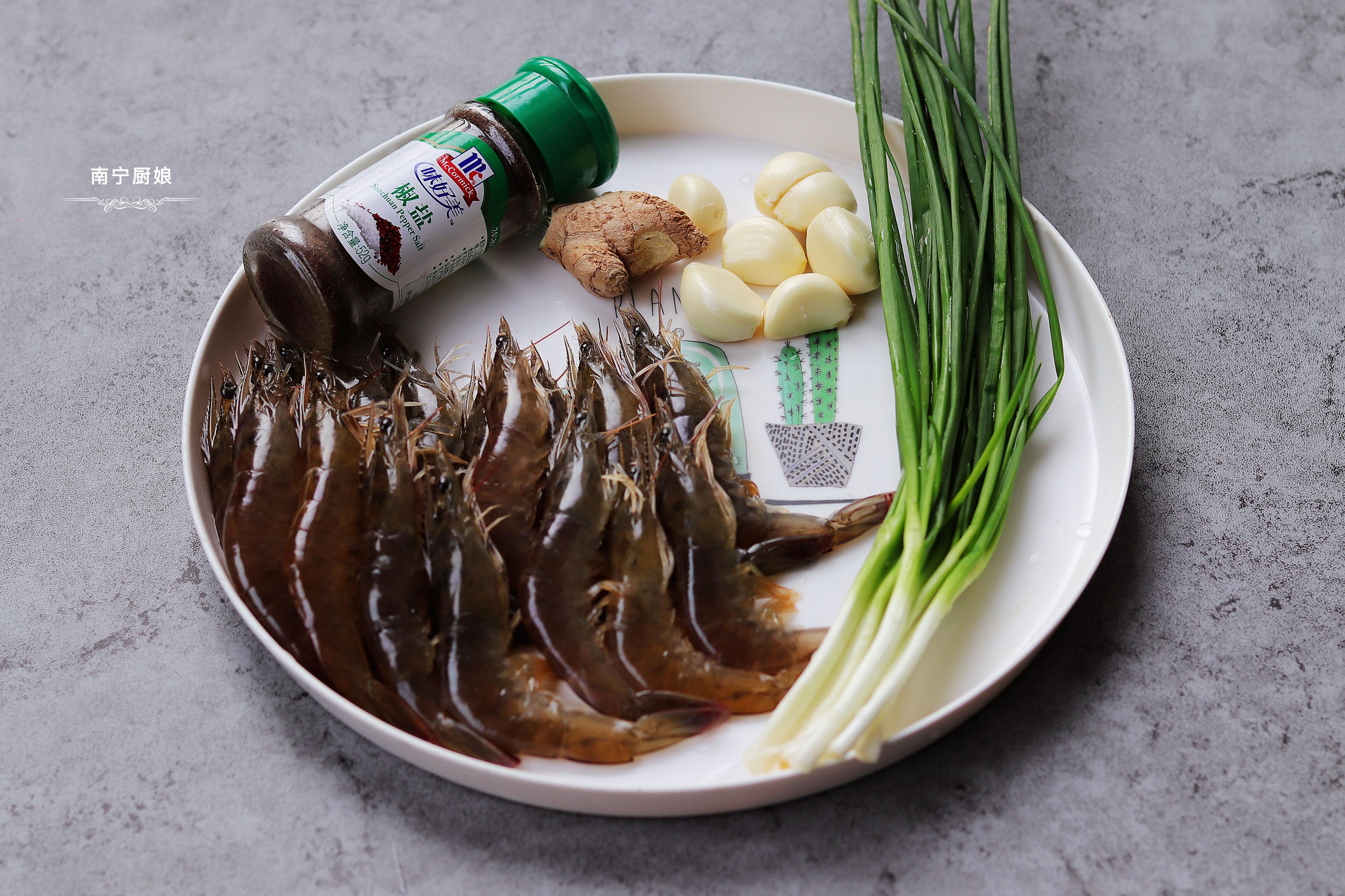 大虾别再白灼吃了,教你咸香又酥脆的美味做法,吃上一口就会上瘾