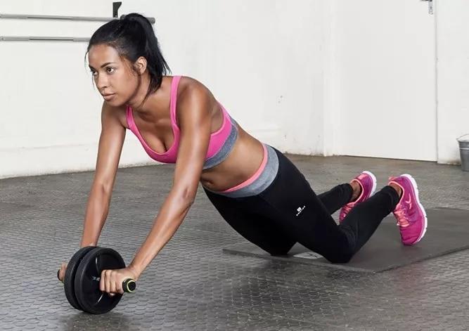 健腹轮一天做多少最佳  健腹轮女生的正确使用方法