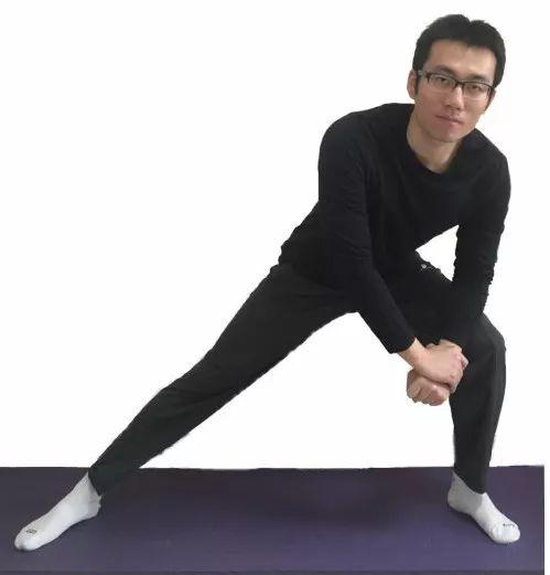 4个腿部拉伸动作,让您运动不受伤