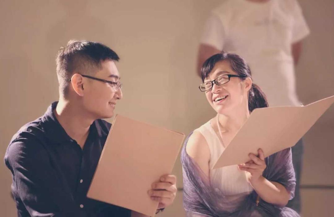农村女诗人表白李健,回怼网友:我就是荡妇怎么着?
