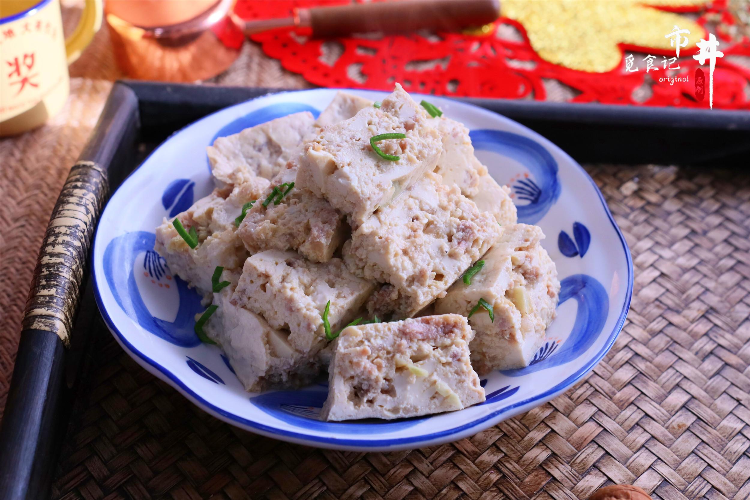 年夜飯有好菜了,豆腐捏碎蒸一蒸,特有味,好吃還簡單省事