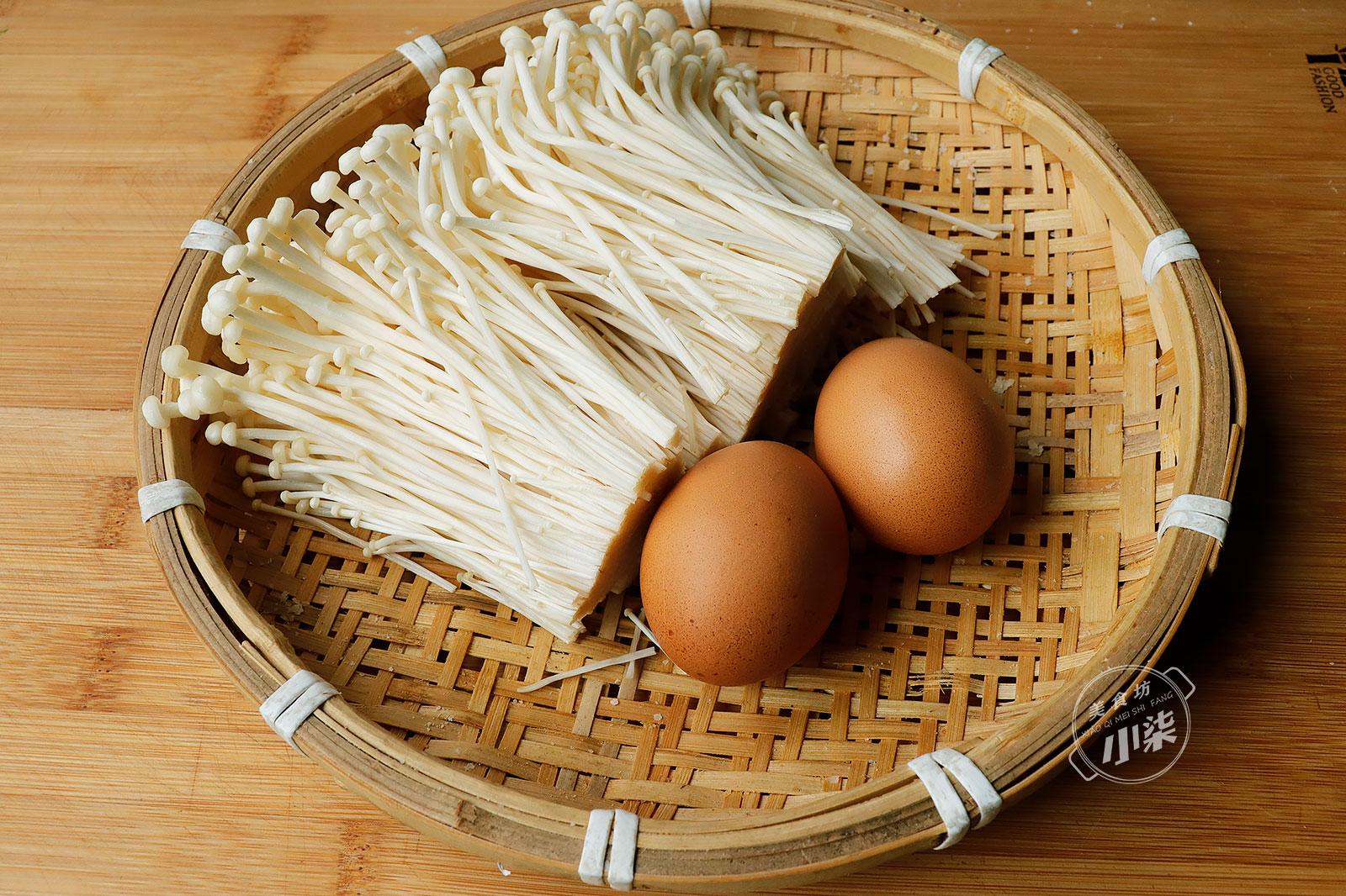 2個雞蛋,一把金針菇,我家隔三差五吃一次,這樣做比油條還香