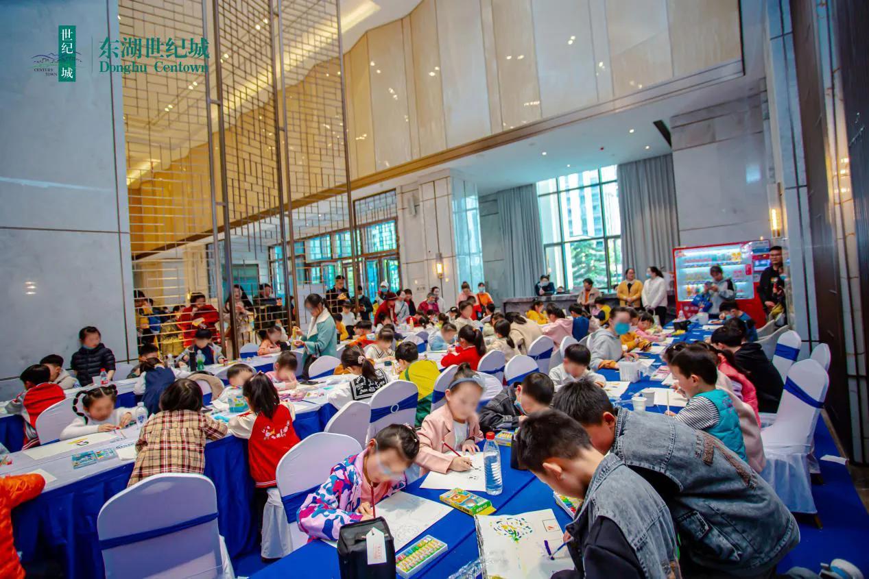 东湖世纪城少儿公益绘画大赛启动仪式在营销中心隆重举行