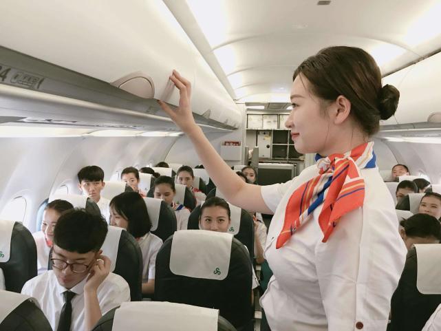 坐飞机可以玩手机吗(新手第一次坐飞机流程)