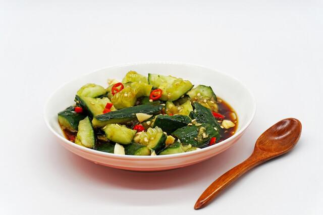 拍黄瓜要不要放盐?很多人不会做,教你一招,黄瓜爽脆入味不出水 美食做法 第8张