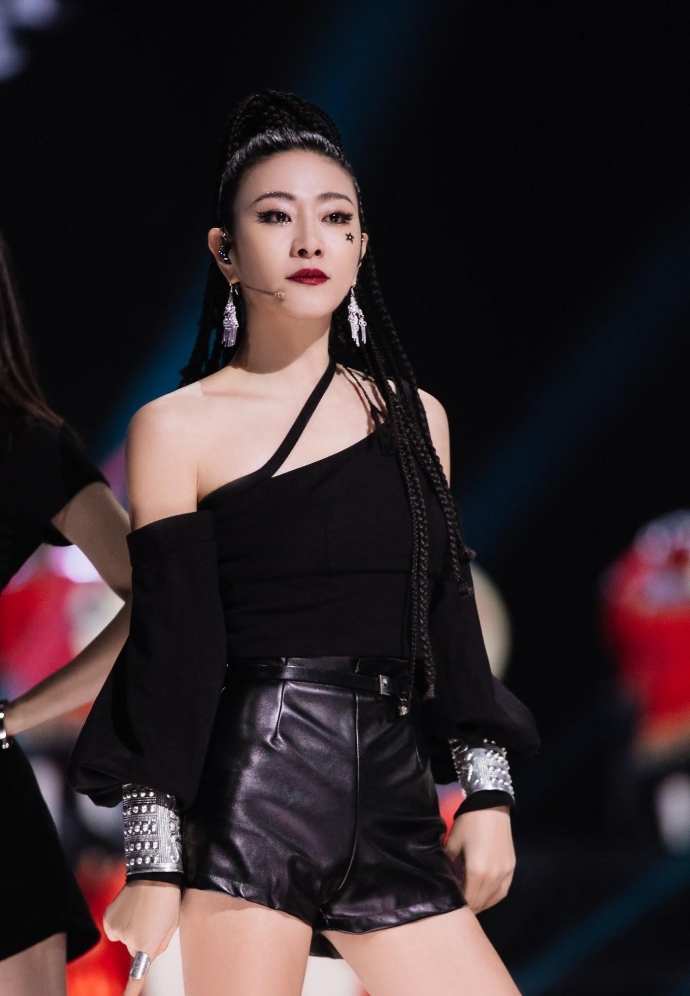《浪姐2》二公造型:董洁最火辣,陈妍希惊艳,那英王鸥一言难尽