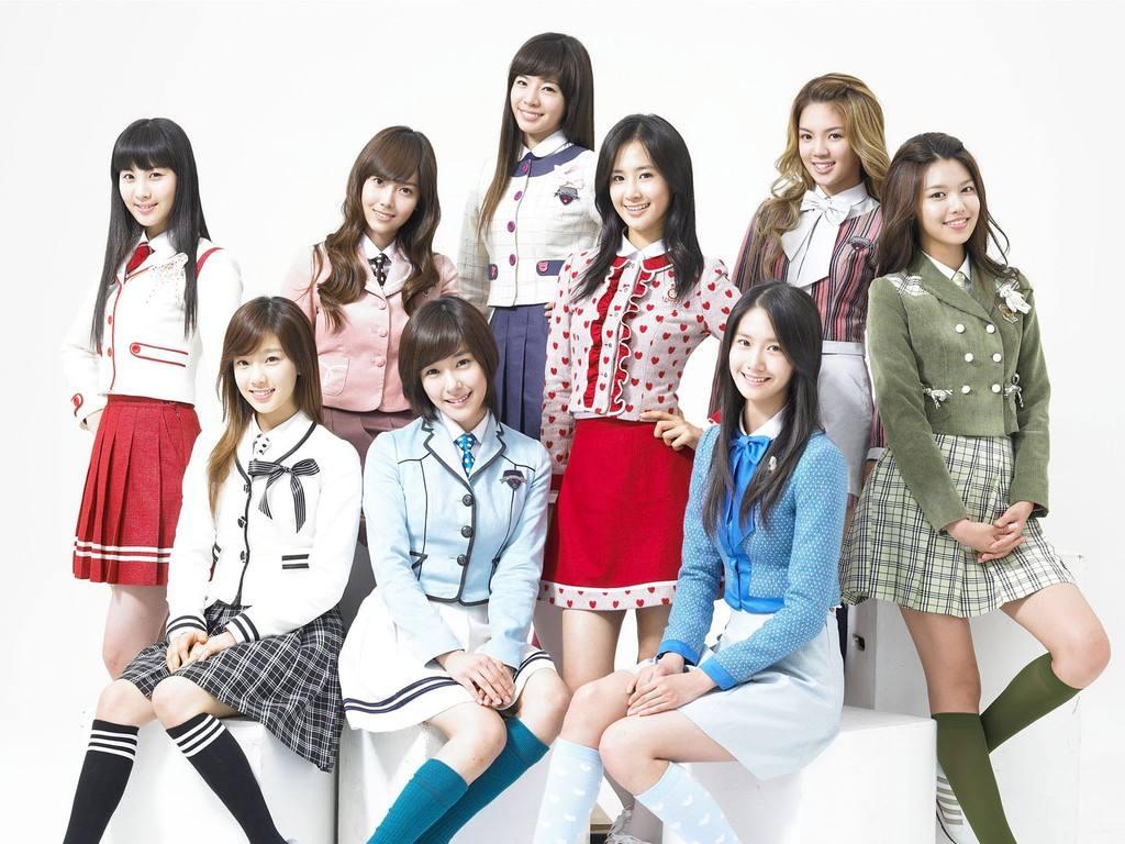 同样是韩国二代女团出身,有人已经当上了某高校的教授