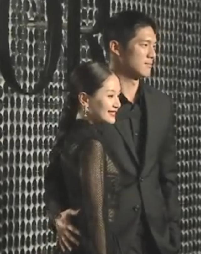 王子文吴永恩公布恋情后合体走红毯,牵手挽腰如连体婴,超甜蜜